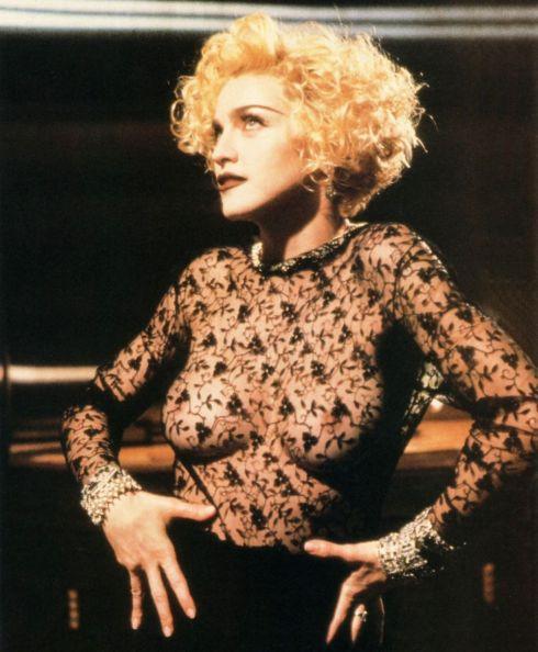 """Figurino usado no clipe """"Vogue"""" de 1990"""